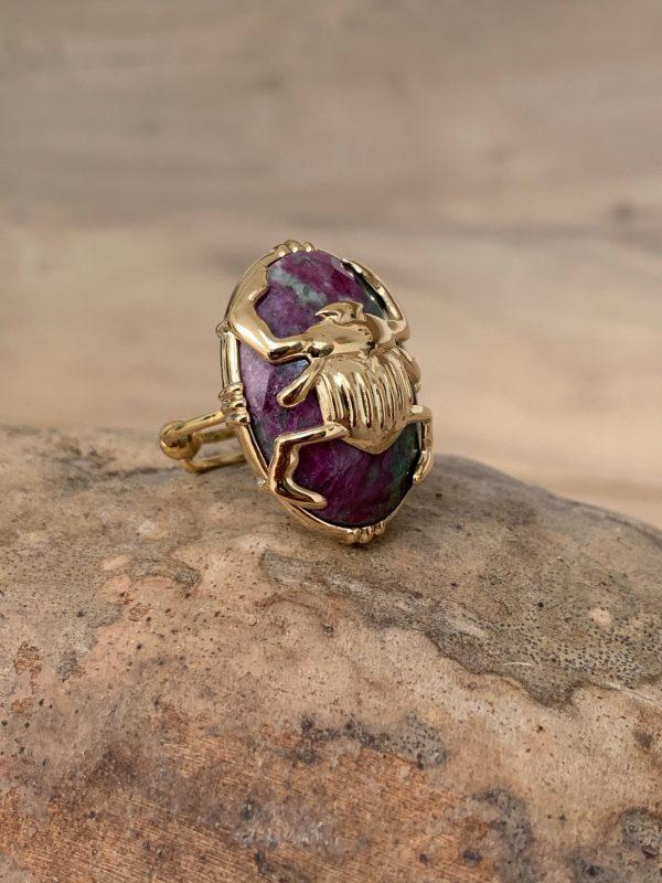 Bague scarabée sur pierre