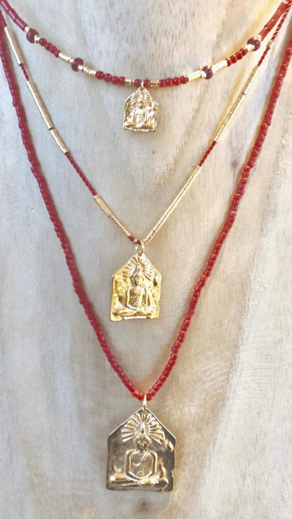 Collier medaille et pierre